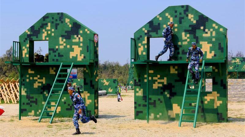"""跨越障碍的""""军人竞速""""!中国队包揽国际军事比赛障碍赛前3名"""