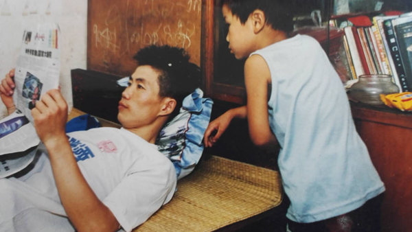 生逢1978,我的故事 | 鲁传江:背着两蛇皮袋书闯上海,这位农民工把猪肉卖给了李嘉诚,还出了书