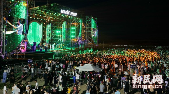 热波音乐节在金山城市沙滩开演
