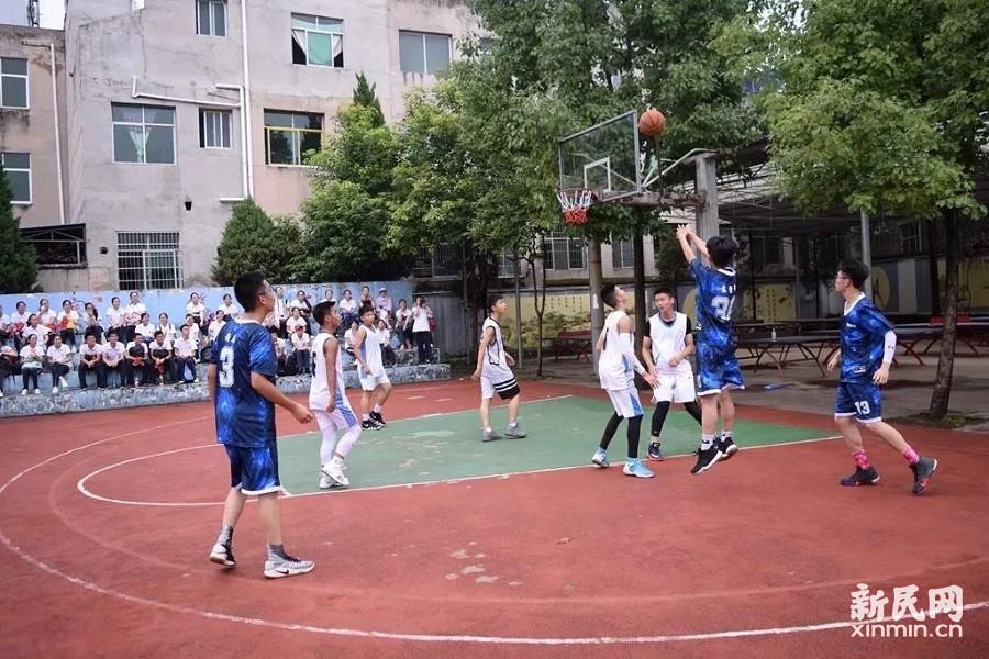 奉贤中学与余庆中学举行校际联谊活动