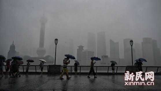 """台风""""摩羯"""" 携大风暴雨来袭"""
