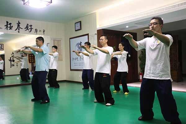 打太极拳也要学腹式呼吸 最后达到拳势呼吸