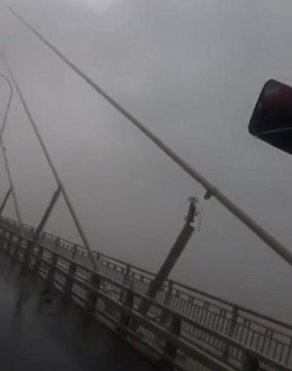 """台风""""温比亚""""过境 苏通大桥一斜拉索阻尼器断了"""