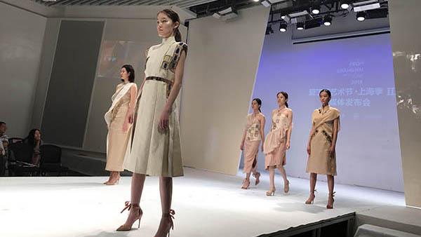 发光变形还能保健 东华大学又要带着新款科技旗袍出国参展啦