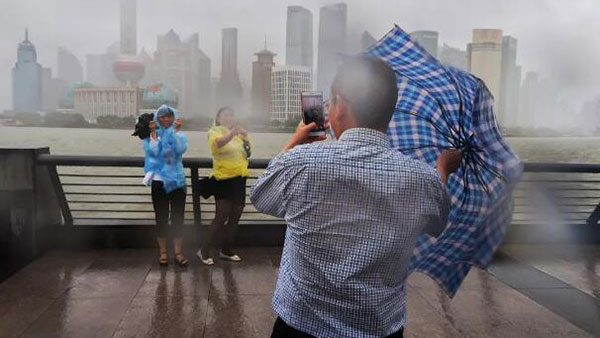 """台风""""温比亚""""逐渐远离,上海已解除台风、暴雨、雷电""""三黄""""预警"""
