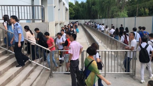 5号线运营调整首日:部分站点限流时间延长 乘客需提前出门