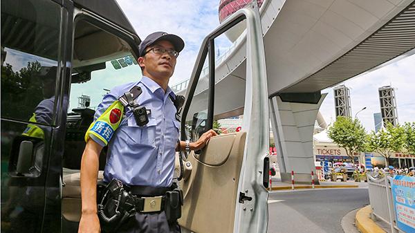 """上海公安""""特机队车长""""炼成记:危险面前不改色,亏欠最多的是家人"""