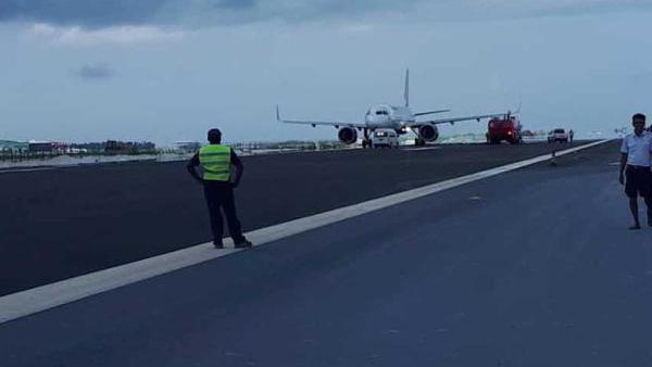 降错了!印度载136人飞机降落至马累在建跑道,轮胎报废
