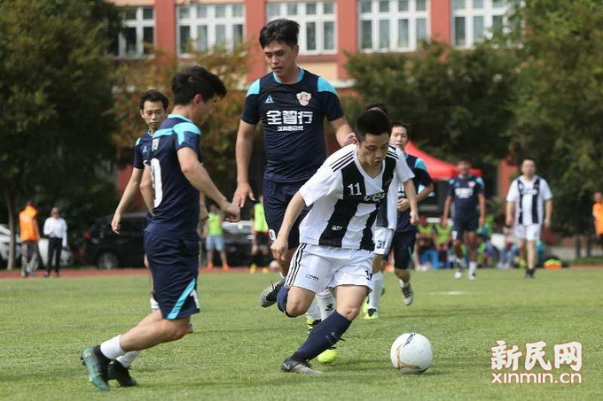 公益足球赛 爱心助力贫困青少年