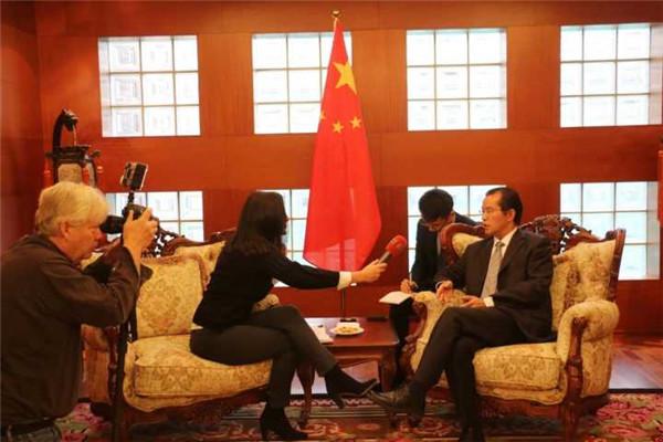桂从友大使就瑞典警察粗暴对待中国游客事件接受瑞媒记者专访