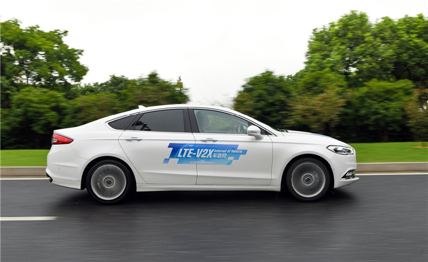 福特首次在中国开放道路进行C-V2X车联网技术测试