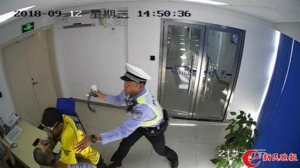7分钟,外卖小哥在上海连闯15个红灯!被抓后竟还...