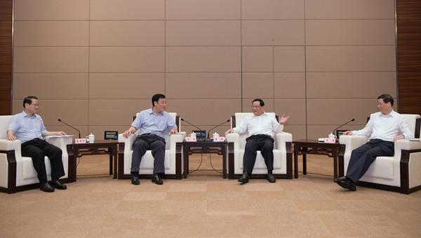 有着共同红色基因的沪赣两地要携手落实国家战略,李强应勇同刘奇易炼红座谈