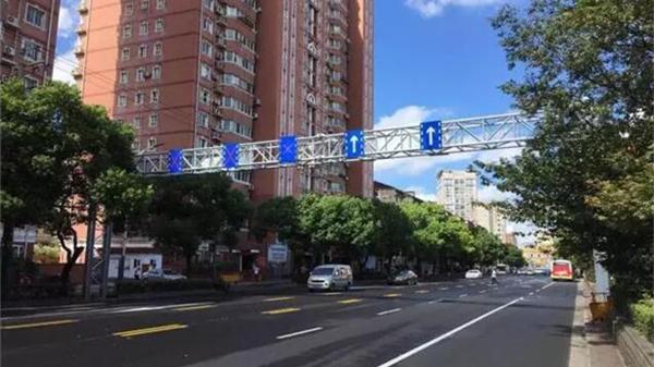 上海这条道路增设可变车道 今年11月底预计完成50个道路拥堵点整治