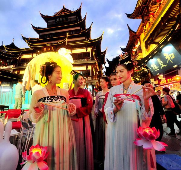 游园、拜月、闻桂,今夜明月邂逅传统文化—— 古意透新风 中秋韵味浓
