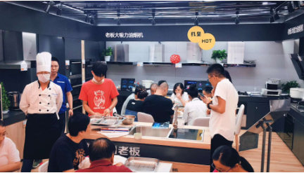 """苏宁易购全业态""""购物嘉年华""""助阵上海购物节"""