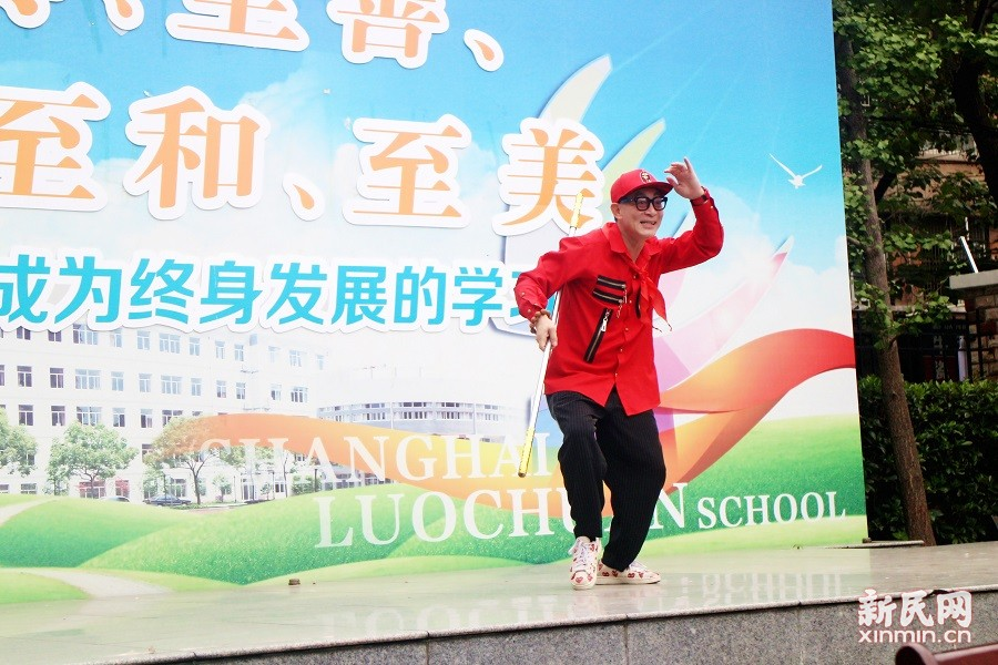 六小龄童到洛川学校参加西游校园文化行活动
