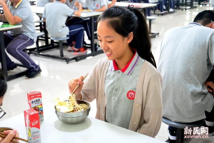 曙光中学举行九月集体生日会