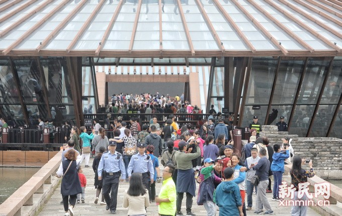 广富林遗址公园迎来大客流 警方提前做好各项预案
