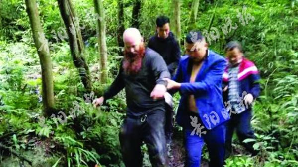 外国游客擅入贵州海龙屯禁区失联 百人搜寻9小时找回