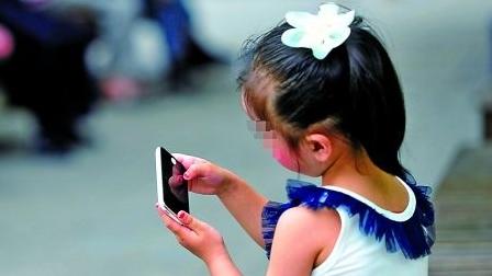 青少年过度沉迷网络:玩手机成部分孩子学习的唯一动力