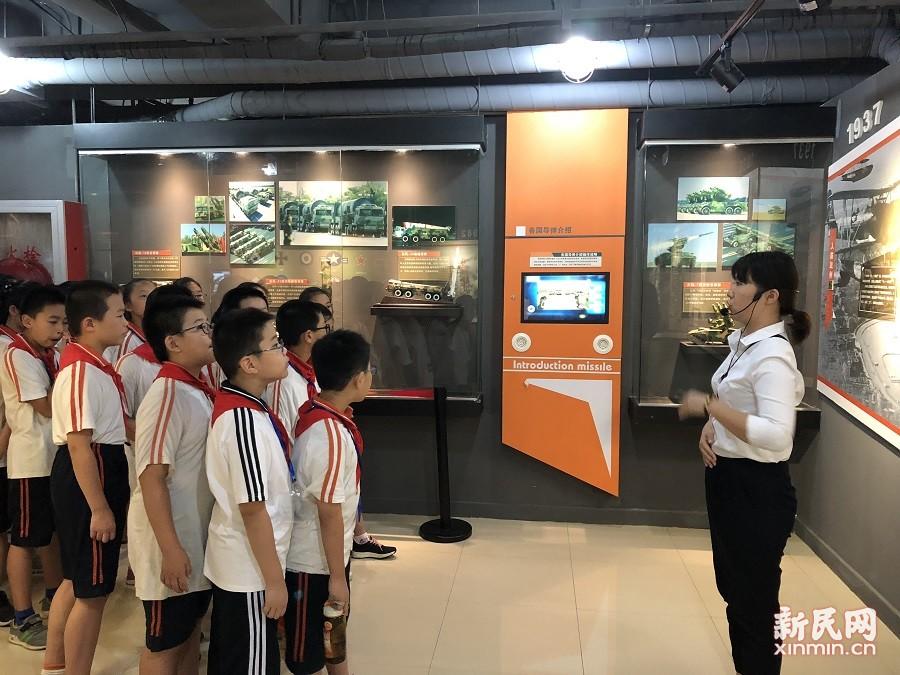 洛川学校六年级学生走进普陀区民防科普教育馆