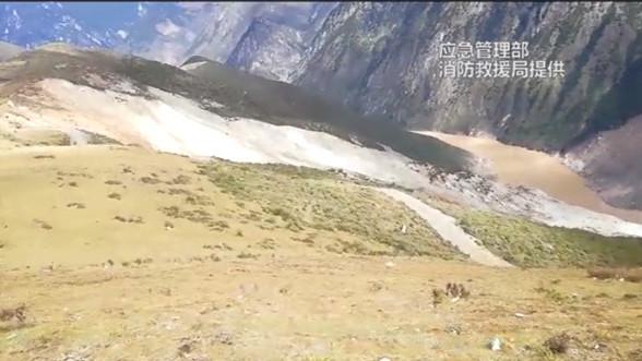 川藏交界原滑坡山体出现300米长裂缝 再次滑坡风险加大