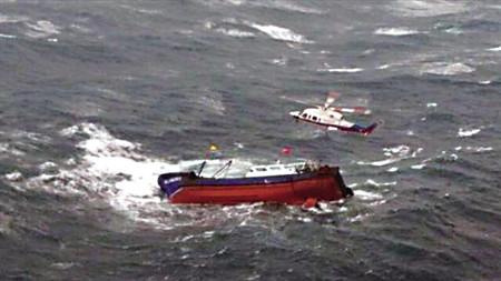 福建一渔船在台湾海峡沉没 2人获救 11人失联
