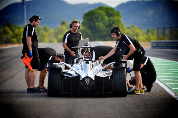 日产汽车联袂壳牌首次亮相电动方程式赛前测试