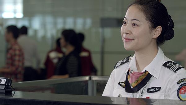 """春风十里不如你,""""微笑安检""""服务万千旅客"""