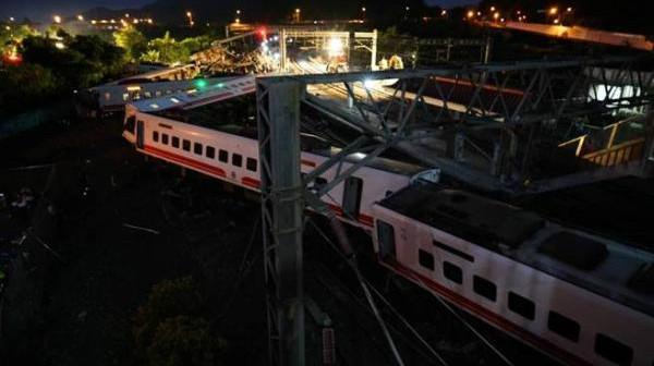 台铁局长:已致17人遇难列车引进自日本,有过弯不减速功能