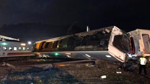 台铁列车事故致18死175伤已抢通单线双向通车