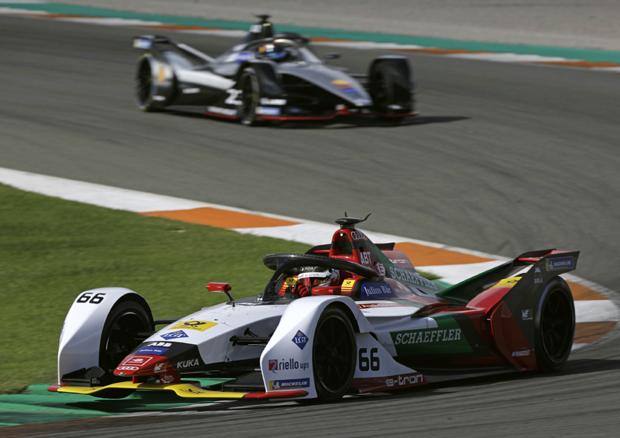 奥迪冠军车手携全新奥迪电动赛车亮相Formula E季前测试赛