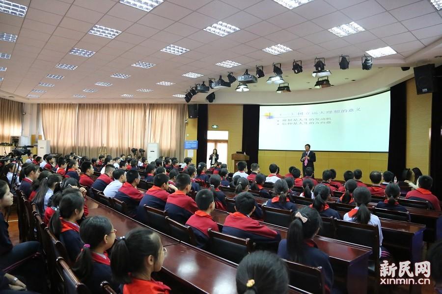 """""""东方讲坛·思想点亮未来""""系列讲座走进上海市洛川学校"""