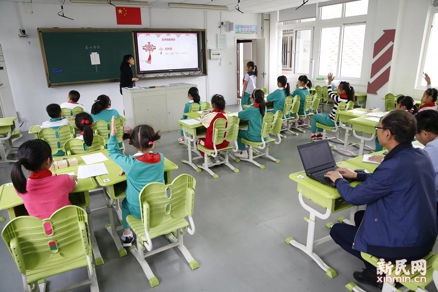 朱泾小学迎接区两类课程规范化调研
