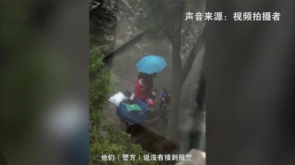 """视频    连线""""快递小哥雨中暴哭""""拍摄者,她这样说……"""