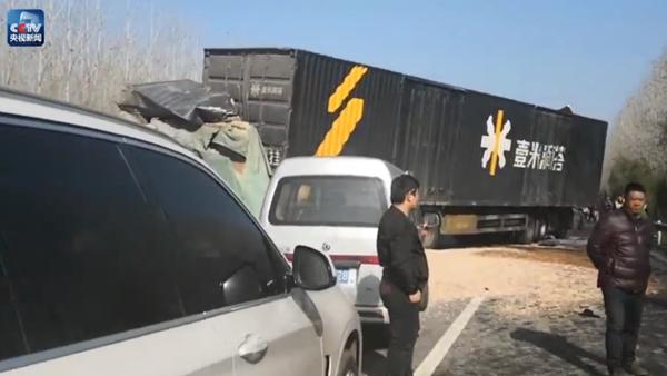大广高速河南驻马店段因大雾发生20车相撞事故,15人被困