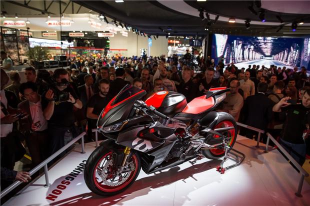 比亚乔豪华摩托车阵容闪耀米兰车展