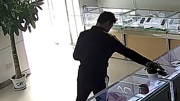 视频 | 为了面子,他偷了手机,失了自由……