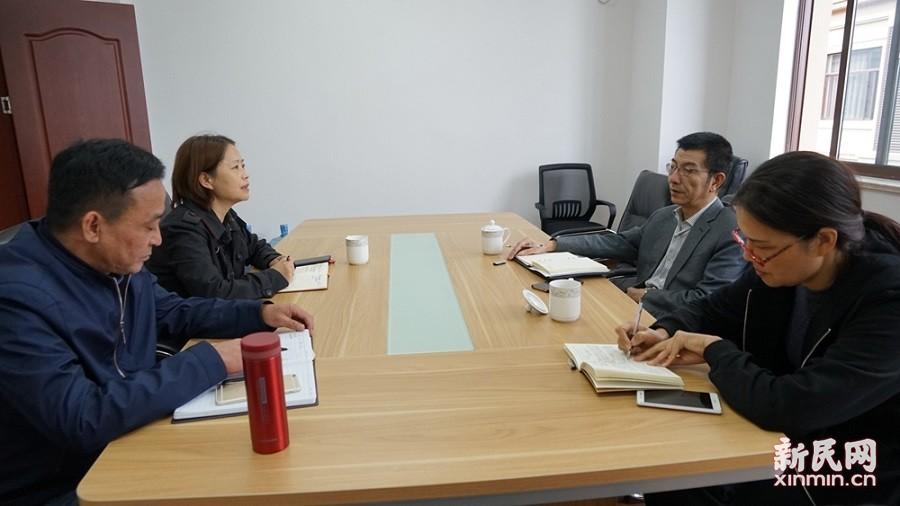 金山区教育局党委书记黄翔洲到金卫中学调研回访