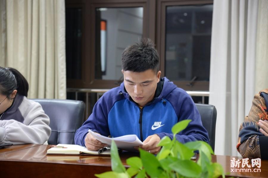 金山初级中学党支部召开接收预备党员大会