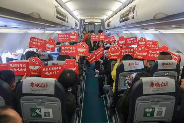 春秋航空打造国内首架火锅主题航班,开启蓉沪美食双城记!