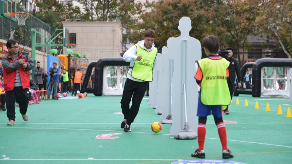 视频 | 静安:踢一场趣味球赛 学垃圾分类知识