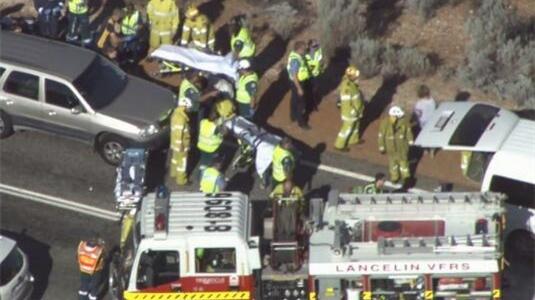 载中国游客小巴在澳大利亚遇交通事故,已致3死多伤