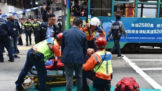香港校车失事致4死11伤 林郑月娥对遇难者家属表慰问