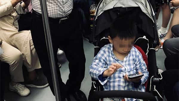 儿童长时间看屏幕或影响大脑 大脑皮质过早变薄