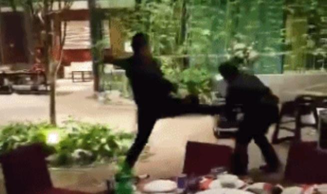 上海五星级酒店婚宴,服务员对打误伤4岁小孩!