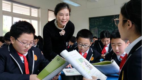 """有29年教龄的她,还被学生叫做""""姐姐""""——上海市园丁奖获得者周肖鸿"""