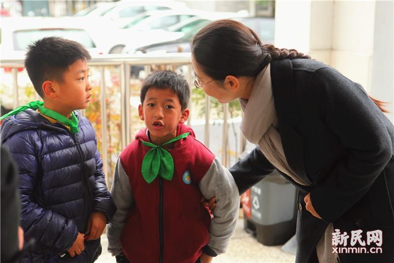 金山区副区长张娣芳一行到钱圩小学视察指导工作