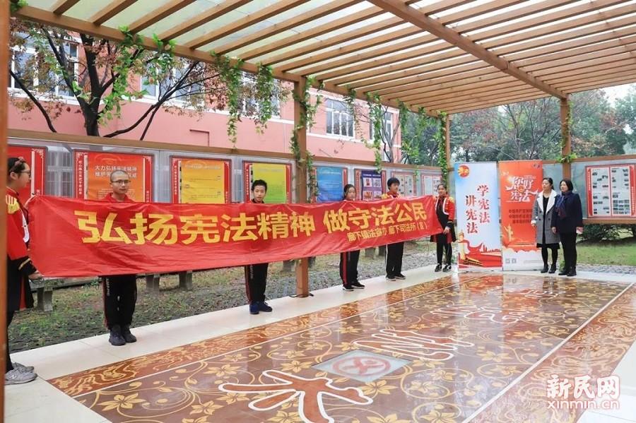 廊下中学:宪法精神齐宣扬 文明创城共参与